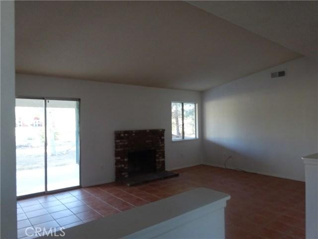 17308 Valeport Avenue, Lancaster CA: http://media.crmls.org/mediascn/c4d24f00-7093-4e0a-a73b-4ca8b69acf2b.jpg