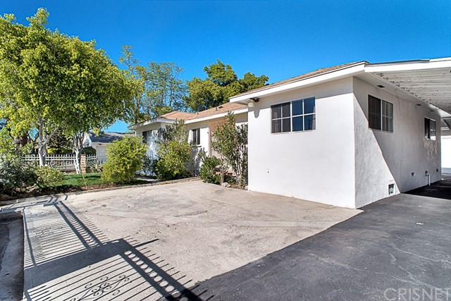 Maison unifamiliale pour l Vente à 8952 Bartee Avenue 8952 Bartee Avenue Arleta, Californie 91331 États-Unis