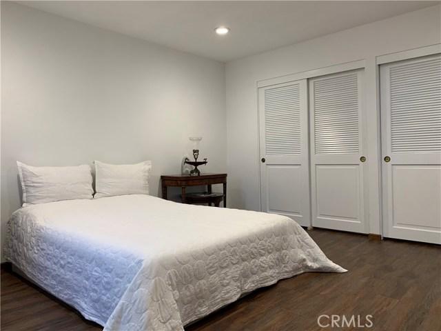 4952 Encino Avenue, Encino CA: http://media.crmls.org/mediascn/c4e66062-0383-4b27-ae46-93861a2cf375.jpg