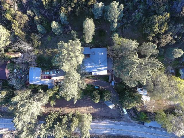 20872 Pine Canyon Road, Lake Hughes CA: http://media.crmls.org/mediascn/c4ebc9e8-f275-43d7-97d3-83d510674e3f.jpg