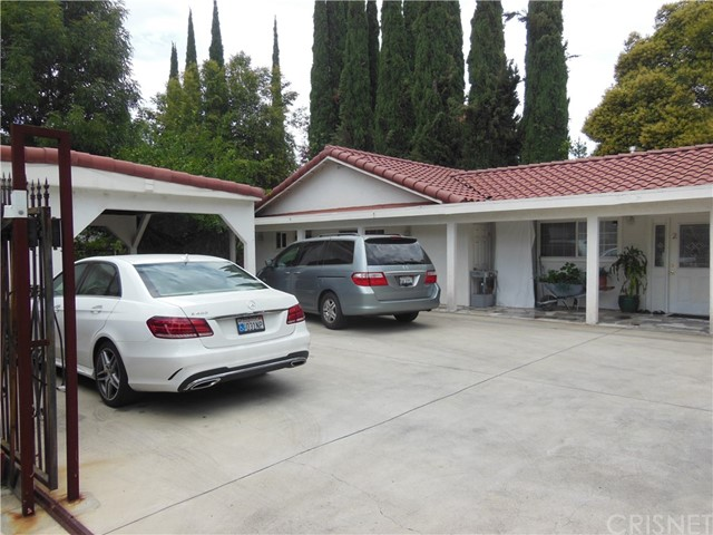 23007 Burbank Boulevard  Woodland Hills CA 91367
