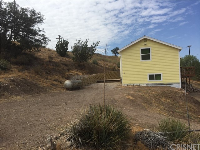 30658 Tick Canyon Road, Canyon Country CA: http://media.crmls.org/mediascn/c5496dee-352b-4914-880d-03cc9fc3e9f8.jpg