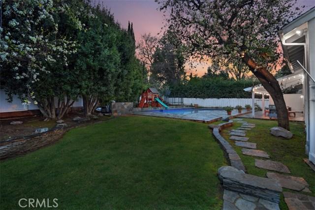 4838 Quedo Place, Woodland Hills CA: http://media.crmls.org/mediascn/c592eddb-66bb-4563-8851-bd0d7074dd53.jpg