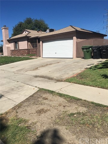 7630 El Caprice Avenue, North Hollywood CA: http://media.crmls.org/mediascn/c5a75111-40d8-47c6-b496-e81fccb32b63.jpg