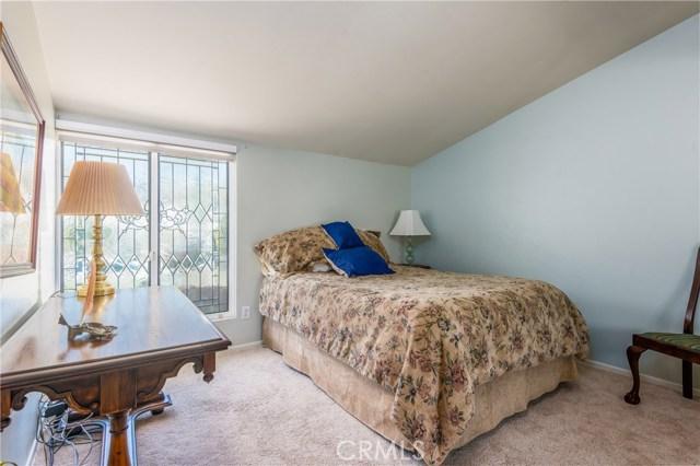 13225 Whistler Avenue, Granada Hills CA: http://media.crmls.org/mediascn/c5bc4d2d-1cbf-4b57-a508-b93ffe1f524e.jpg