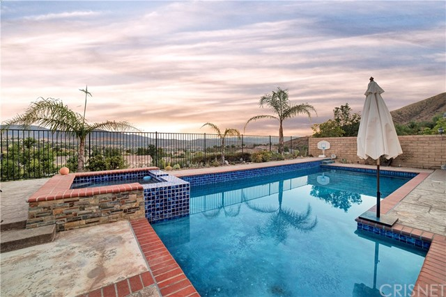 18806 Thorn Crest Court Canyon Country, CA 91351 - MLS #: SR18205926