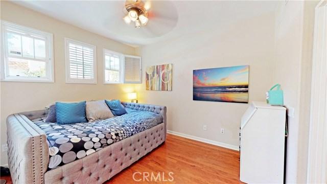 26900 Monterey Avenue, Valencia CA: http://media.crmls.org/mediascn/c5ffe0ef-ebb5-4dfb-a9b4-8d19272a1cb6.jpg
