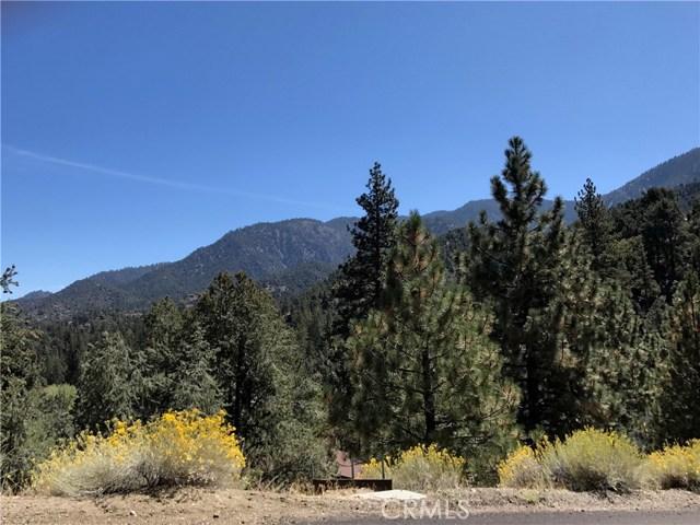 2413 Cedarwood Drive, Pine Mtn Club CA: http://media.crmls.org/mediascn/c601a466-f085-42a3-9729-e91e93761fe0.jpg