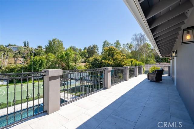 6140 Fenwood Avenue, Woodland Hills CA: http://media.crmls.org/mediascn/c630cbc8-e7be-4aab-9205-05fe8e1cd9a7.jpg