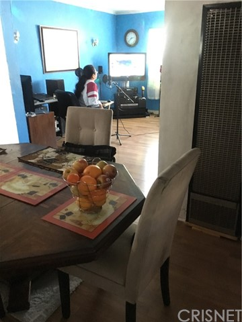 1253 N Orange Grove Avenue, West Hollywood CA: http://media.crmls.org/mediascn/c6804ee8-277e-4aa8-8d33-a169619af347.jpg