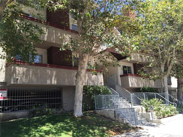 Property for sale at 21529 Saticoy Street #105, Canoga Park,  CA 91304