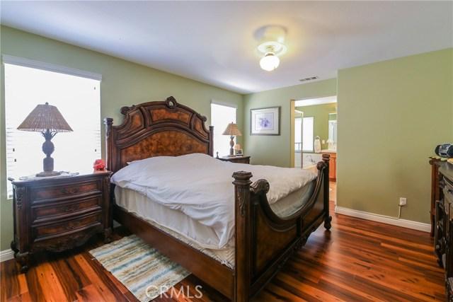 25226 Gloriso Lane, Stevenson Ranch CA: http://media.crmls.org/mediascn/c6e56813-2fce-4b0f-8e93-d58f36769df6.jpg