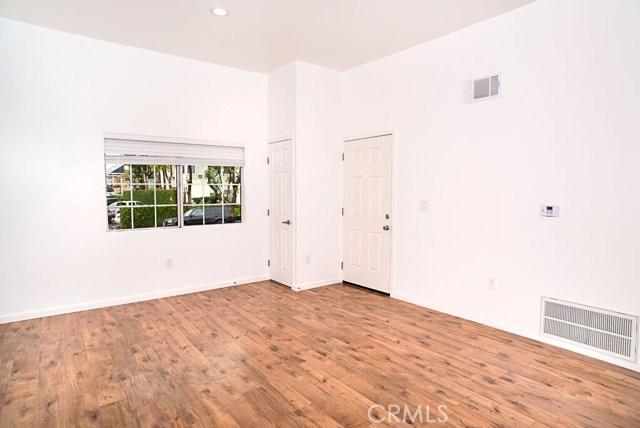 1050 S Burlington S Avenue, Los Angeles CA: http://media.crmls.org/mediascn/c72f42a6-36a5-44da-8978-4fa4406b9c49.jpg