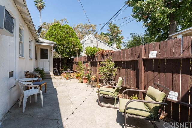 5228 Tilden Avenue, Sherman Oaks CA: http://media.crmls.org/mediascn/c780c7d0-3c9d-42df-9b3a-c4664b089281.jpg