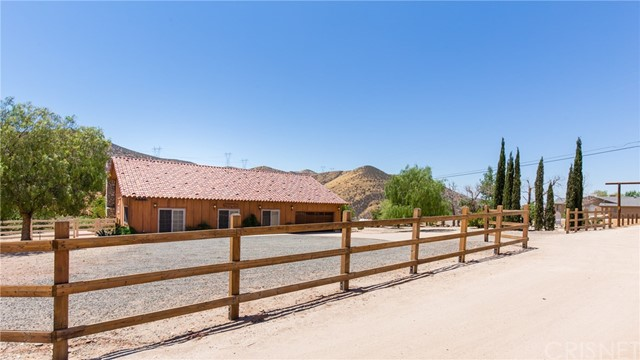 Single Family Home for Sale at 33841 Rozich Road Agua Dulce, California 91390 United States