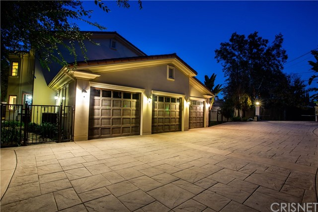 5073 Topeka Drive, Tarzana CA: http://media.crmls.org/mediascn/c7d32efa-68d9-4e32-93a0-69b16e261c87.jpg