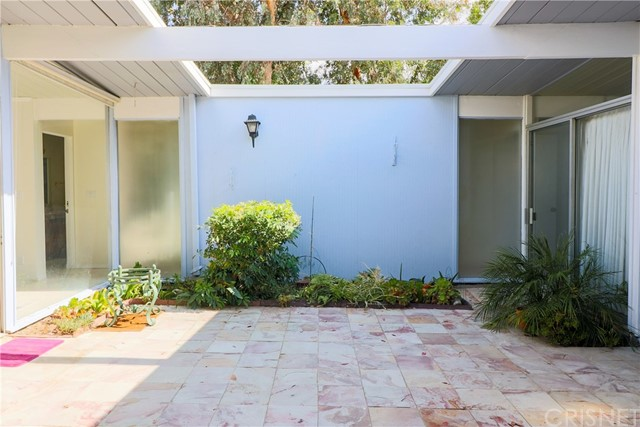 12662 Jimeno Avenue, Granada Hills CA: http://media.crmls.org/mediascn/c7e7f60a-ebe4-4835-abd8-21999d1d097e.jpg