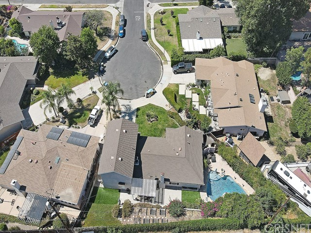 10215 Casaba Avenue, Chatsworth CA: http://media.crmls.org/mediascn/c8248edf-c64e-4f8e-8cba-72560b0327e6.jpg