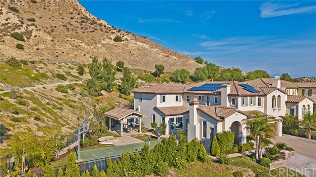 20355 Via Urbino, Porter Ranch CA: http://media.crmls.org/mediascn/c83852b1-46b4-457a-a1f0-9a8a0299e9bb.jpg