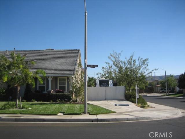 5800 W Avenue K14, Lancaster CA: http://media.crmls.org/mediascn/c8c6dd57-6543-4ab0-91f9-4a3506f0104e.jpg
