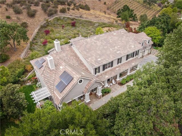 1495 Cheviot Hills Court, Westlake Village CA: http://media.crmls.org/mediascn/c8f7ed49-7ef6-4065-b2fe-e12e6596d868.jpg