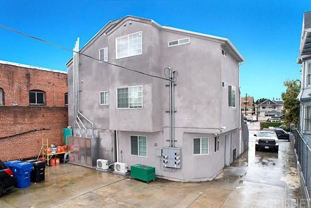 1050 S Burlington S Avenue, Los Angeles CA: http://media.crmls.org/mediascn/c926b166-be08-4c1e-8ead-ed64fca53cb3.jpg