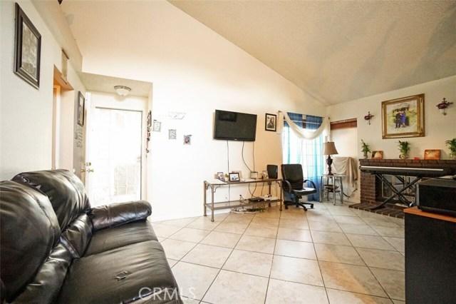 5139 Sunburst Drive, Palmdale CA: http://media.crmls.org/mediascn/c9b59742-4db7-47fb-95ec-c98694656e34.jpg