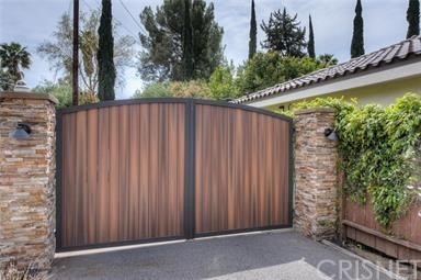 Single Family Home for Sale at 22832 Collins Street 22832 Collins Street Woodland Hills, California 91367 United States