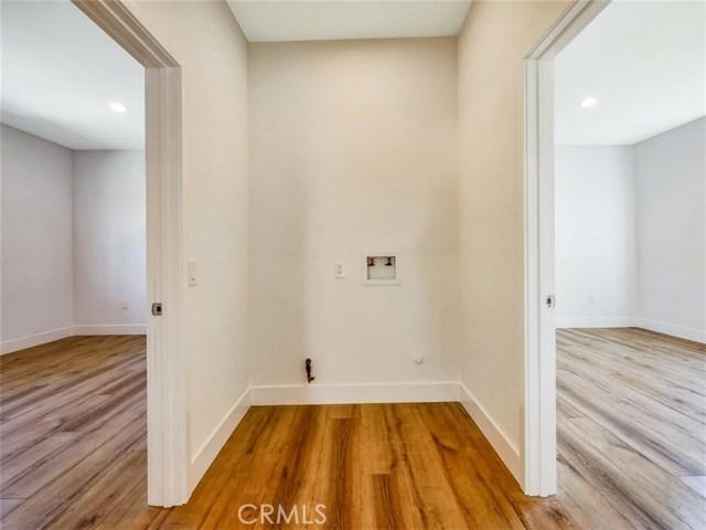 6920 6918 Corbin Avenue, Reseda CA: http://media.crmls.org/mediascn/ca4bd88d-f0c6-4f7b-859b-056ed80b9f7c.jpg
