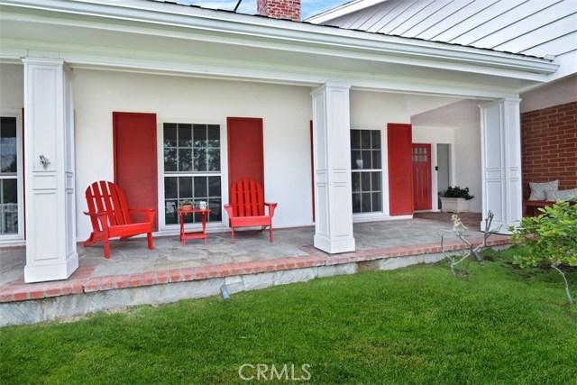 4838 Quedo Place, Woodland Hills CA: http://media.crmls.org/mediascn/ca9dd9c8-c634-464d-a616-d85fa57b56f4.jpg