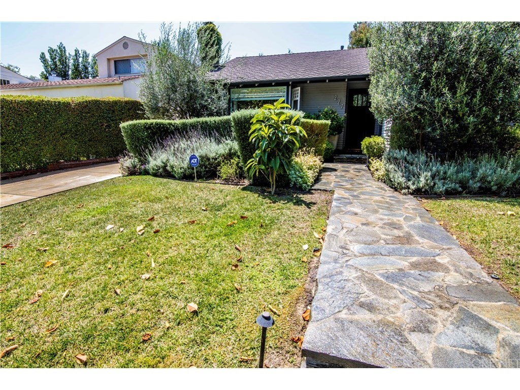 Property for sale at 227 North Bowling Green Way, Brentwood (LA),  CA 90049