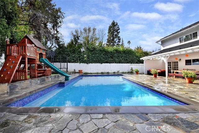 4838 Quedo Place, Woodland Hills CA: http://media.crmls.org/mediascn/cb37ea65-b4fb-4e1e-a4f2-400301d38dd1.jpg