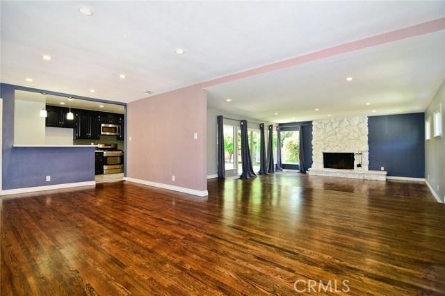 6531 Hanna Avenue, Woodland Hills CA: http://media.crmls.org/mediascn/cbbdc6ea-43fe-4e2c-8fdb-282af5f1ada1.jpg