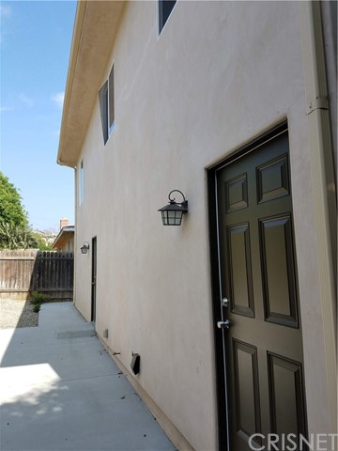 4751 Loma Vista Road, Ventura CA: http://media.crmls.org/mediascn/cbd03769-9610-4545-9f21-99bdf4e2ec52.jpg