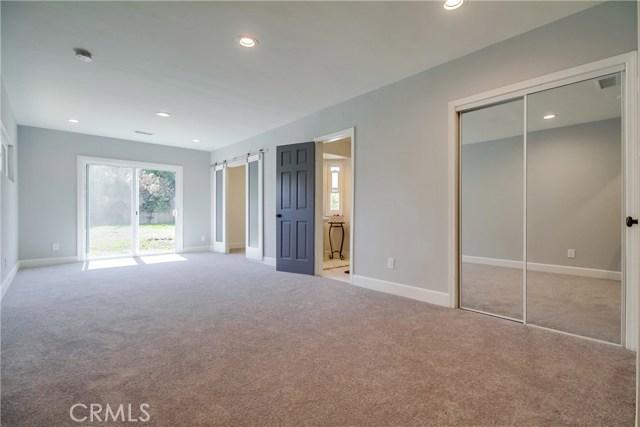 10426 Yolanda Avenue, Northridge CA: http://media.crmls.org/mediascn/cc70f5f2-9f30-46fc-88e8-1016a678e555.jpg