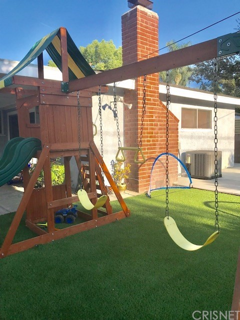 6857 Quakertown Avenue, Winnetka CA: http://media.crmls.org/mediascn/ccdcfc39-d6a2-4b90-8011-91ee8d9207ec.jpg