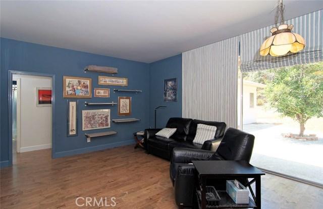 4419 Da Vinci Avenue, Woodland Hills CA: http://media.crmls.org/mediascn/cd0126e4-91bf-4c89-8ce1-19cf952555ed.jpg