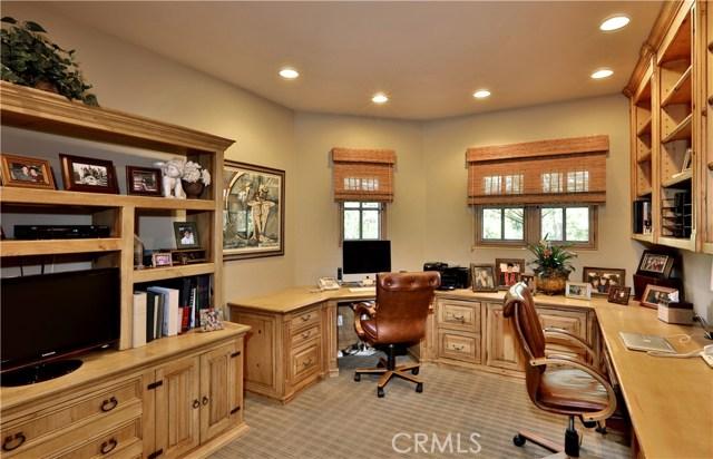 24520 Wingfield Road, Hidden Hills CA: http://media.crmls.org/mediascn/cd10f38e-2b4c-4950-9bf7-a42288955b22.jpg