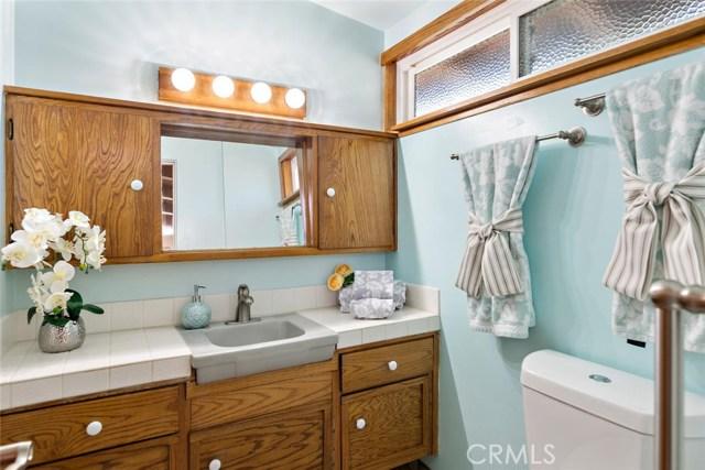 10624 Gaviota Avenue, Granada Hills CA: http://media.crmls.org/mediascn/cd734ab3-7ee0-40a5-86fd-82d07e9476b8.jpg