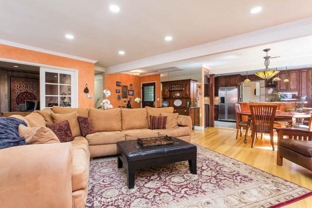 14331 Killion Street, Sherman Oaks CA: http://media.crmls.org/mediascn/cdb9aab8-e9a6-4c15-a4cc-82bc8c1d2448.jpg