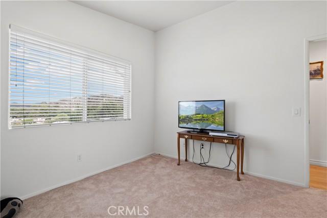 31338 Castaic Oaks Lane, Castaic CA: http://media.crmls.org/mediascn/cdb9c5fb-009d-4f32-8f13-1ed22c1b9a8c.jpg