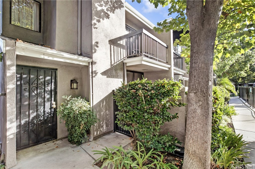 Photo of 23541 VICTORY BOULEVARD #1, West Hills, CA 91307
