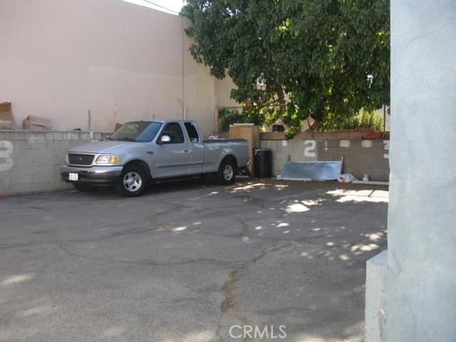 14642 Calvert Street, Van Nuys CA: http://media.crmls.org/mediascn/ce45e890-0a66-4d38-8729-fac30116af74.jpg