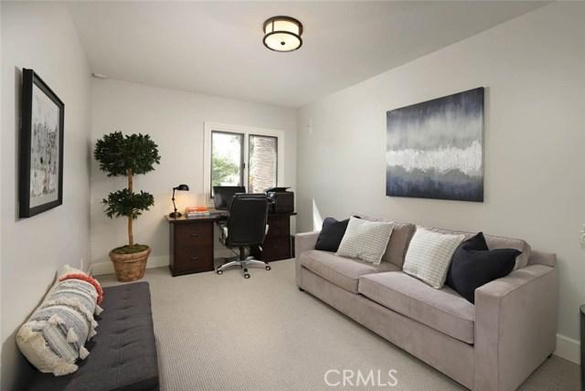 23404 Hatteras Street, Woodland Hills CA: http://media.crmls.org/mediascn/ce49cc9e-a921-4b0a-a9f2-75c6db4449df.jpg
