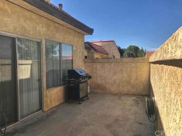 2117 El Domingo Circle, Lancaster CA: http://media.crmls.org/mediascn/ce5adc2f-2537-4656-8f42-3da66fd841aa.jpg