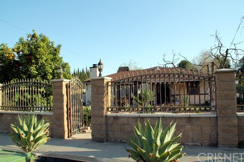 Single Family Home for Sale at 19126 Strathern Street Reseda, California 91335 United States
