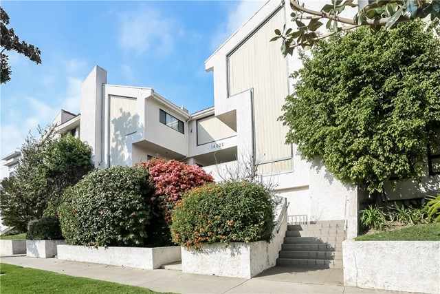 Townhouse for Sale at 14025 Riverside Drive Unit 4 14025 Riverside Drive Sherman Oaks, California 91423 United States