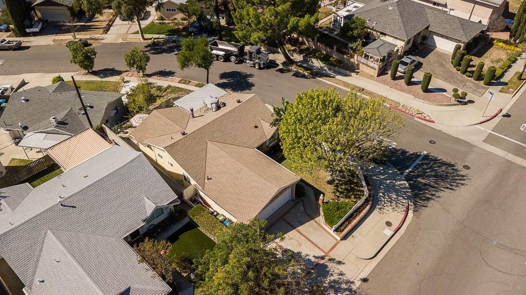 6324 Day Street, Tujunga CA: http://media.crmls.org/mediascn/ce9b8e73-ba8b-4141-ab79-e171bf8accd6.jpg