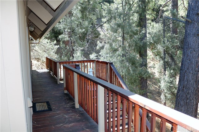 1420 Bernina Drive, Pine Mtn Club CA: http://media.crmls.org/mediascn/cec5e22a-afc0-4674-a8bf-e28828dd8176.jpg