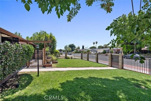 10624 Gaviota Avenue, Granada Hills CA: http://media.crmls.org/mediascn/cef1c9f4-d176-4967-a335-3e08c6eb832a.jpg